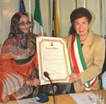 foto della signora Aminattou  Haidar e del sindaco