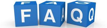 Immagine raffigurante tre dadi di colore azzurro con impresso, su ogni lato, un carattere maiuscolo di colore bianco a formare la scritta FAQ