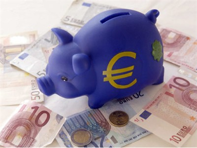immagine di un salvadanaio a forma di porcellino con simbolo dell'euro
