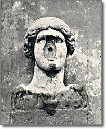immagine della statua priva del naso, anno millenovecentoventinove