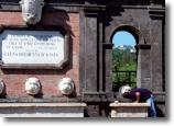 una foto dell'esterno della basilica