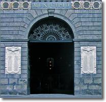 il portone di palazzo San Giacomo