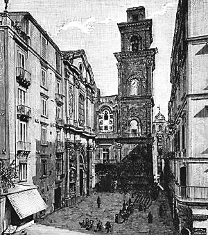 foto di antico campanile con orologio