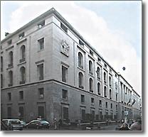 facciata della sede del Banco di Napoli e angolo via San Giacomo