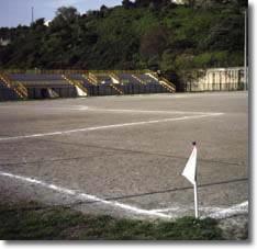 campo di calcio con tribuna