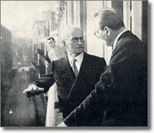 il Presidente della Repubblica, Luigi Einaudi, e il Sindaco, Domenico Moscati ad un balcone di Palazzo San Giacomo