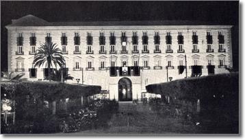 Veduta notturna di Palazzo San Giacomo