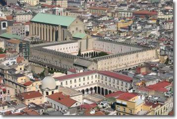 immagine aerea del centro storico di Napoli