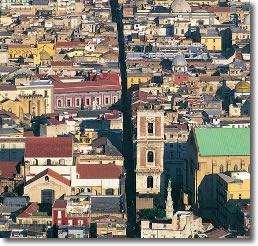 immagine della citt� di napoli vista dall'alto
