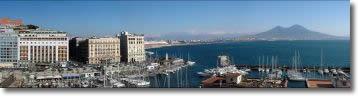 vista degli alberghi sul lungomare di Napoli