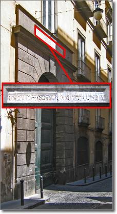 portone laterale su via P. E. Imbriani, targa con dicitura ancora leggibile: INTENDENZA DI FINANZA