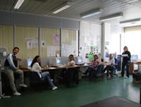 operatori del numero verde sociale nel loro ambiente di lavoro