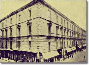antica immagine della facciata di palazzo San Giacomo su via Toledo e angolo via San Giacomo