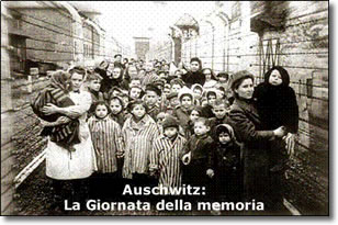 donne e bambini in un campo di concentramento