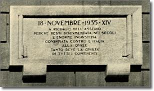 immagine della targa sistemata sulla facciata di Palazzo San Giacomo