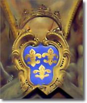 interno di chiesa, particolare con stemma