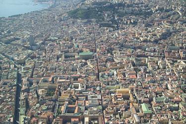 veduta aerea del centro storico con san Martino e il golfo