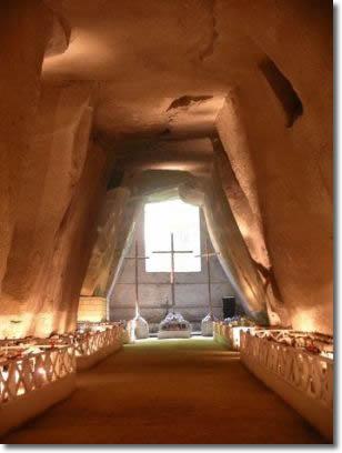 interno del cimitero delle fontanelle