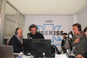 Il sindaco de Magistris con Francesco Facchinetti e Pippo Peloin diretta da Radio kiss kiss al Public Event Village  l'11aprile 2012