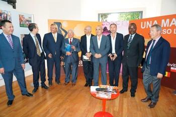 Foto 1 I consoli e l'ambasciatore della Nigeria con il presidente dell'Osservatorio Antonio Crocetta