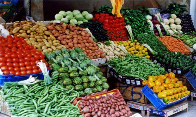 Verdura esposta in un mercato