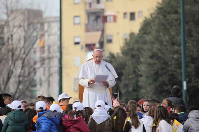 Papa Francesco con i bambini a Scampia