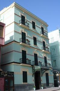 Foto recente di un palazzo