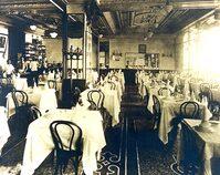 Foto d'epoca dell'interno del ristorante