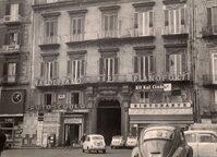 Foto d'epoca di un palazzo