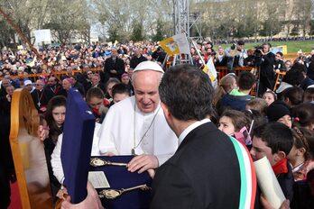 Il Papa con il sindaco de Magistris